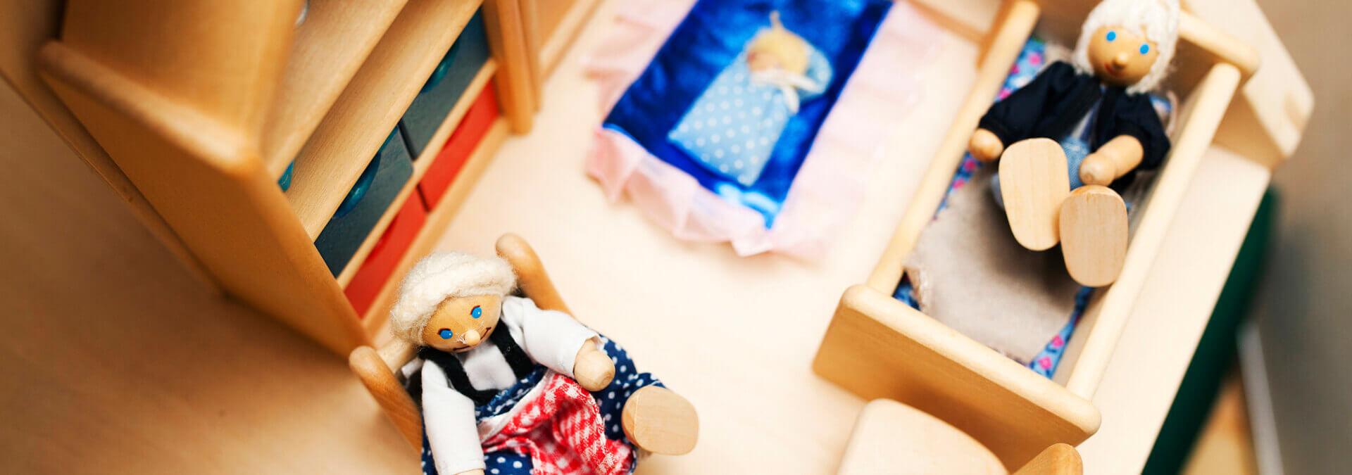 Et dukkehus i Børnetræet for børn på krisecenter